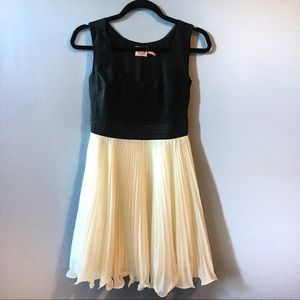 Juicy Couture Sleeveless Pleated Dress